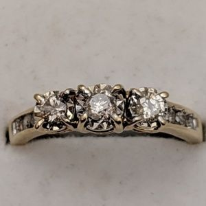Jewelry - 10k Gold Diamond Ring